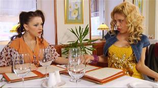 Даёшь молодёжь! Марина и Диана Что упало...