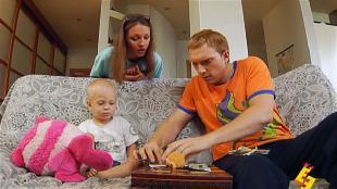 Даёшь молодёжь! Молодая семья Валера и Таня Игра в карты