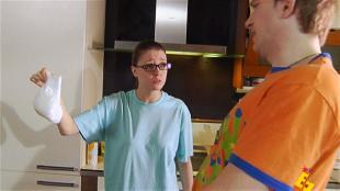 Даёшь молодёжь! Молодая семья Валера и Таня Памперс в холодильнике